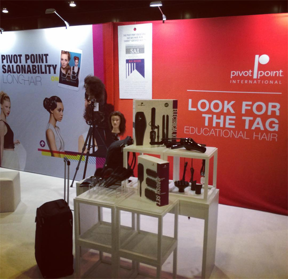 InternationalCommercialPhotographer_JenniferAvello_PivotPoint_AACS_Annual2015-booth1